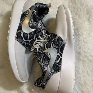 White Snake Pattern Nike Roshe Runs